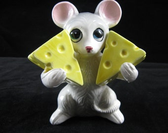 Vintage Salt and Pepper Shakers Mouse Holding Cheese  Wedges