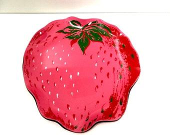 Wavy Strawberry Plate