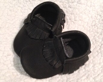 Black Leather Moccasins, Black Fringe Leather Baby Moccasins, Black Baby shoes, Baby Moccasins, Black Baby Booties, Crib shoes, Baby Gift
