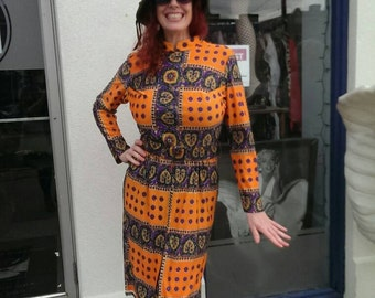 beautiful purple and orange paisley 1970 day dress!!