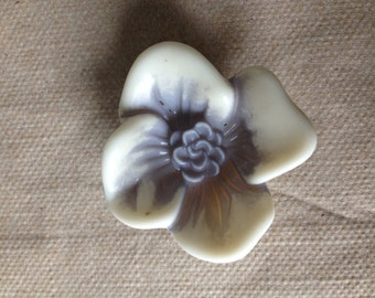 Destash 1 Vintage Lucite Flower - 16mm x 12mm
