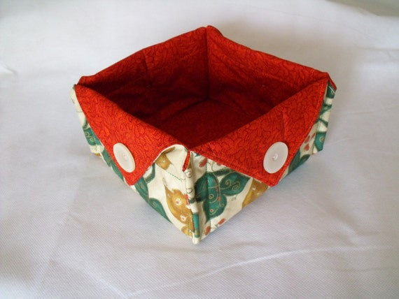 christmas bowl, candy basket, christmas box, sweet basket, fabric box, nibbles bowl, ivy and gold fabric with rust red lining