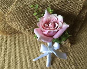 Rose boutonnière/ boutonniere/ wedding boutonnière/ pink rose/ pink rose boutonnière/ elegant boutonnière/ wedding rose boutonnière/ groom