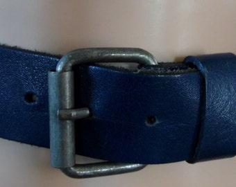 Vtg womans blue leather belt 26 to 30 inch waist French jeans belt with metal buckle