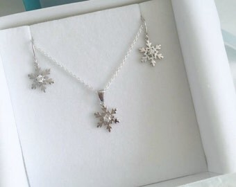 Sterling Silver Snowflake Necklace & Earring Set - 14/001