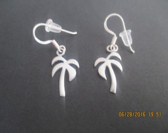 Palm Tree Earrings..Sterling Silver..Nice Look..Dangle..New