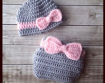 Newborn Girl Outfit ~ Ready to Ship ~ Baby Hat and Diaper Cover Set ~ Gray & Pink Bow Photo Prop Shower Gift Photos ~ Crochet Knit Knitted