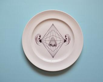 Illustrated porcelain plate 2