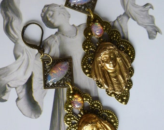 """Earrings, Art Nouveau """"La Paiva"""" print brass vintage style, opals fire vintage"""