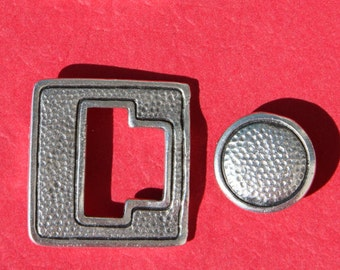 MADE IN EUROPE toggle clasp, button clasp,  hammered toggle clasp, large toggle clasp (X6044ABAS) Qty 1