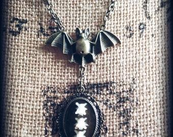 Gone batty, Bone jewelry, Oddities, Vertebrae, Bat, Vampire, Real bones
