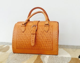 vintage hand tooled leather handbag - tan leather stitched purse - tooled leather doctor's bag - made in Paraguay