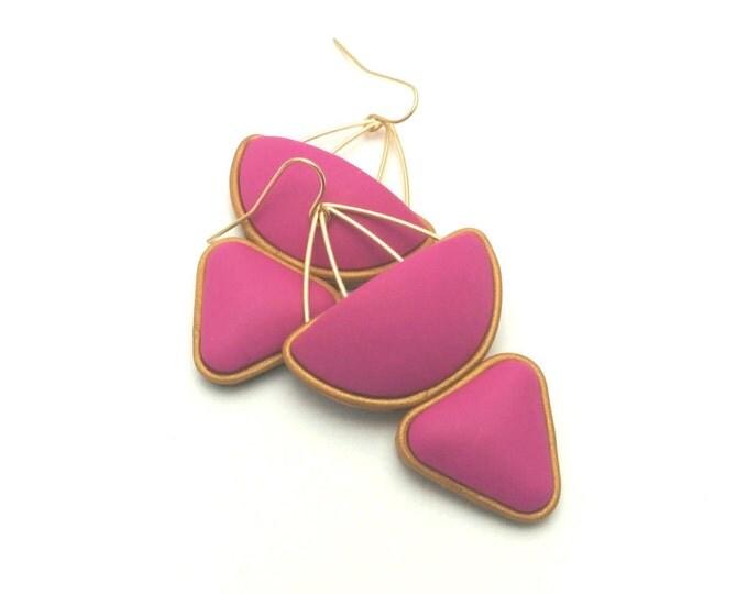 MAGNOLIA DROP EARRINGS// Polymer clay, handmade geometric dangle earrings// Fuchsia and gold earrings with wire detail  #DE2033A