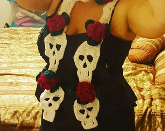 Skull scarf with roses, crochet, handmade, perfect gift for your loved ones, different colors possible