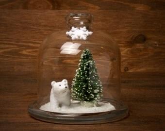 Polarbär in Glasglocke