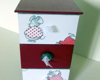 SMALL DRESSER with jewelry - red and gray mouse