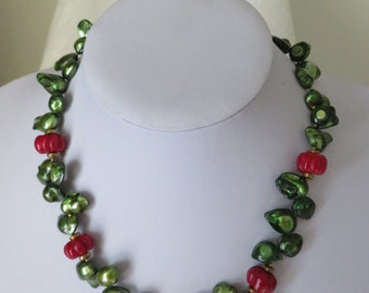 Green Pearls and Coral Necklace Ref 2281