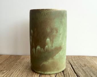 Matt green ceramic Vase,Flower Vase,Ceramic Flower Pot,Pottery Vase,Modern Ceramic Vase, Gift