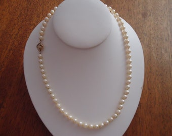 Rare Akoya Japanese Saltwater Pearl Necklace Rose Nacre 14kt Yellow Gold Clasp 18 inches Knotted Silk e. 20th c. Beautiful Elegant