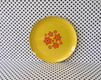 Serving Up Sunshine~Orange and Yellow Daisy Flower Serving Tray~Round~Enameled Plastic~Vintage 60's~B1