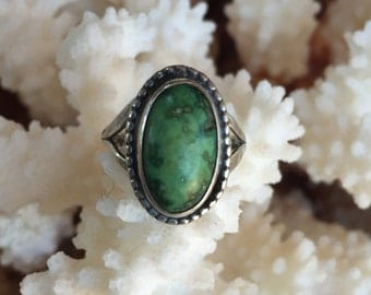 Vintage 1970s Native American Turquoise and Silver Ring
