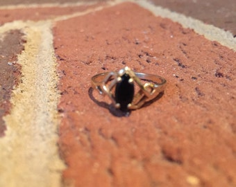 Oval Shapped Onyx 10k Gold Ring