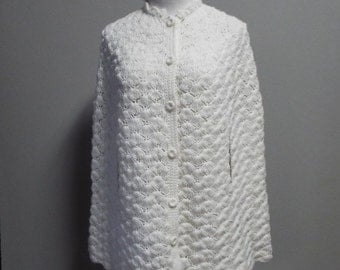 Vintage White Handmade Crochet Poncho/Cape with Great Detailing | One Size