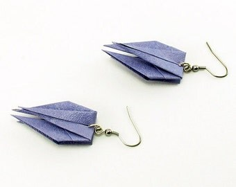 Bijou en origami. Boucles d'oreilles en origami Krypto mauve. Fait-main. Commandes personnalisées.