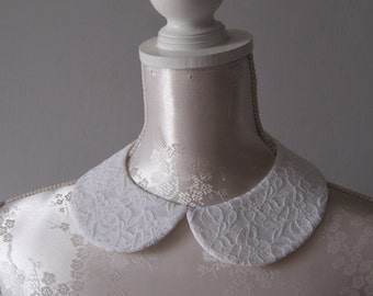 White collar necklace with cream lace detachable collar peter pan collar round shape accessories