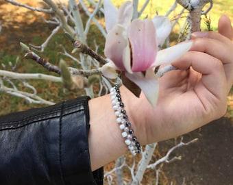 Gray Bead Bracelet, Elastic Gunmetal Bracelet, Slip-on Bead Bracelet, Grey Bead Bracelet, Roll on Bead Bracelet, Layer seed bead bracelet,