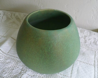 Elegant vintage green ceramic vase, 5 inches tall