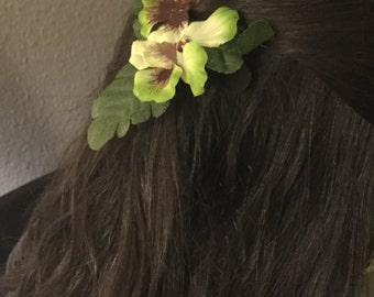 Green fabric flower hair ornament