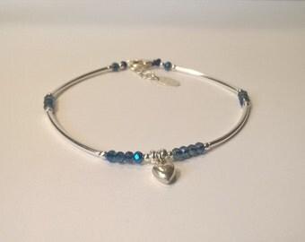 Bracelet  quart de jonc argent 925, perles en cristal de swarovski bleu, petit coeur en argent, cadeau pour elle