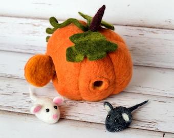 Felted Pumpkin. Dollhouse. Felted mice.  Cute gift.