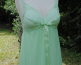 Nightdress 1960/green almond