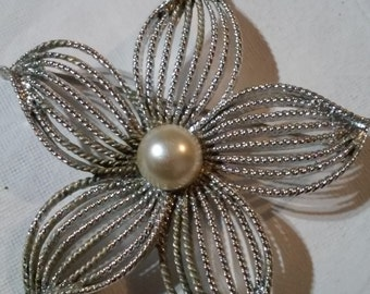 Vintage Sarah Coventry Silver tone and Faux Pearl Flower Brooch