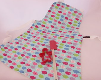 Childs reversible apron (matching bag available).