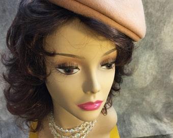Vintage beige beret by Glamour dolls!