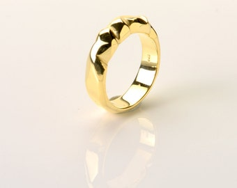 Intricate silver ring, geometrically arranged facets 925/ooo gold plated