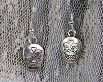 Day of the Dead, sugar skull, drop earrings in antique silver finish (Code ESP005)
