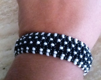 Lace Elastic Black and White Beaded Bracelet