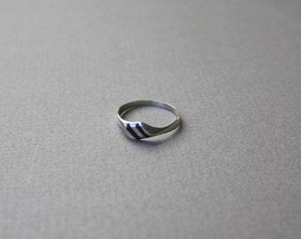 Signet Stripe Ring. 5.5
