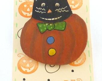 Primitive Halloween Cat Pin or Brooch.  Hand Painted Wooden Halloween Cat in Pumpkin Pin.