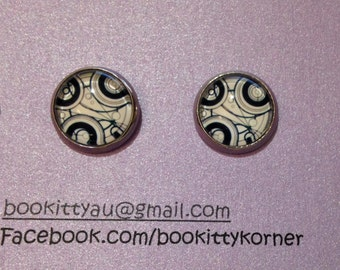 Doctor Who - White Gallifreyan Time Lord Symbols 12mm Stainless Steel Stud Earrings