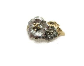 Wildflower Ring - Vintage Avon Costume Jewelry, Silver and Gold Tone Flowers