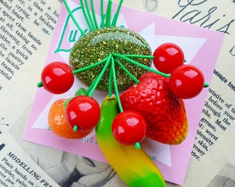 Fruity fruit salad! Handmade 40s 50s Spring Green confetti lucite style novelty fruit salad brooch by Luxulite
