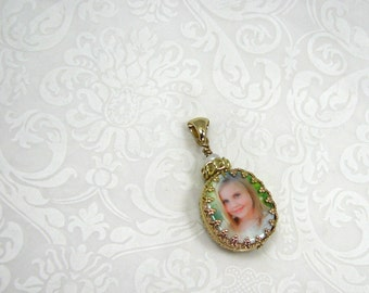 Photo Pendant Wrapped in a Gorgeous 14K Gold Frame - Small Oval - WP11Pf-G