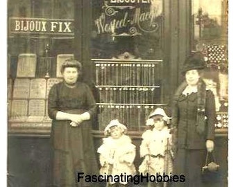 Vintage PHOTOGRAPHY Postcard- WATCHES & JEWELRY shop with the Lady  and daughters as at back written - 1914 french written - good condition