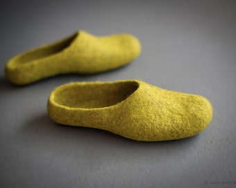 Yellow slippers Women slippers Felted clogs Women house shoes Mustard yellow clogs Eco friendly home shoes Wool slippers Gift for her