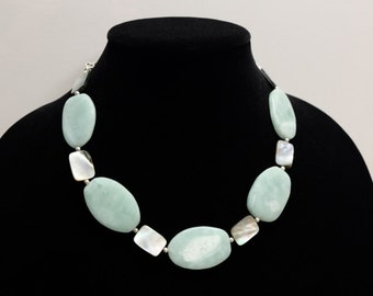 Jade and mother of pearl necklace with silver details
